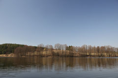 Sikt för panorama för vårhöstsjö i Dzukija, Litauen Arkivbilder