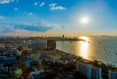 Sikt för Pattaya solnedgångstad fotografering för bildbyråer