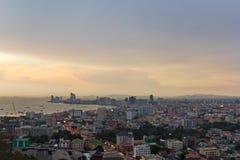 Sikt för Pattaya solnedgångstad Arkivfoton