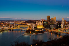 Sikt för Pittsburgh stadsnatt Fotografering för Bildbyråer