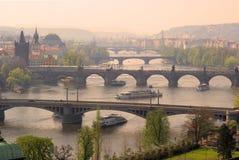 Sikt för Prague broantenn Royaltyfri Foto