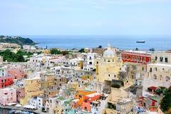 Sikt för Procida öbyggnader i den Naples golfen Royaltyfri Bild