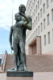 sikt för sapokka för rock för park för liggande för stadsfinland kotka Söner för en stadsskulptur` av Kotka `, royaltyfria foton