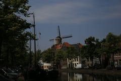 Sikt för Schiedam södra Holland kanalgata Royaltyfria Bilder