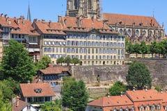 sikt för schweizare för nydeggkirche för nydeggbruecke för nydegg för cityscape för stad för bern brokyrka Fotografering för Bildbyråer