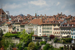 sikt för schweizare för nydeggkirche för nydeggbruecke för nydegg för cityscape för stad för bern brokyrka Royaltyfria Bilder