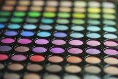 Sikt för selektiv fokus av en palett för ögonskugga Arkivfoton