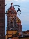 Sikt för sen eftermiddag av Templo de las Monjas i San Miguel de Allende, Mexico Royaltyfri Fotografi