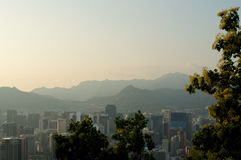 Sikt för Seoul stadsgata från överkant i sommar Arkivbilder