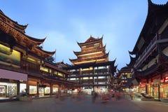 Sikt för Shanghai yuyuan shoppinggallerianatt Arkivbilder