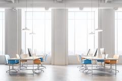 Sikt för sida för apelsin- och blåttstolkontor inre Fotografering för Bildbyråer