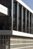 sikt för sida för acropolisathens museum fotografering för bildbyråer