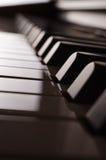 Sikt för sida för pianotangentbord - sepia arkivfoto