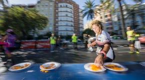 Sikt för sida för vinkel för maratonlöpare ultra bred Fotografering för Bildbyråer
