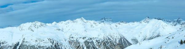 Sikt för Silvretta fjällängvinter (Österrike) panorama Arkivfoto