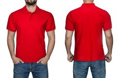 Sikt för skjorta för polo för manblanko röd, framdel- och baksida, vit bakgrund Planlägg den poloskjortan, mallen och modellen fö arkivfoton