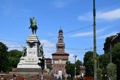 Sikt för slott för Verona Italy gatakonst royaltyfria bilder