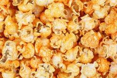 Sikt för slut för anstrykning för varm sås för popcorn för cheddarost arkivfoton