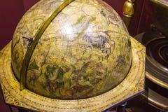Sikt för slut för hög vinkel övre av det gammalmodiga jordklotet Royaltyfri Fotografi