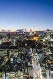 Sikt för solnedgång för cityspace för Tokyo tornhorisont Arkivfoton