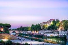 Sikt för sommar för aftonRome Tiberis flod italy Arkivbilder