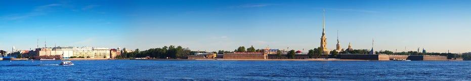 sikt för st för saint för fartygkanalpetersburg flod fästning paul peter Arkivbilder