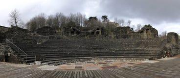 sikt för stadslyon panorama- roman theatre Arkivfoto