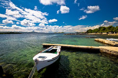 Sikt för strand och för strand för Biograd na-moru Arkivbilder