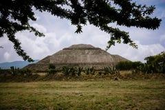 sikt för sun för mexico moonpyramid teotihuacan Arkivbilder