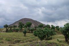 sikt för sun för mexico moonpyramid teotihuacan teotihuacan Arkivbild