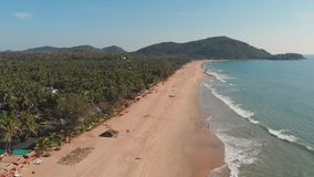 Sikt f?r surr f?r Agonda strand flyg- goa india arkivfilmer