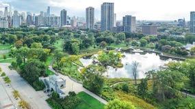 Sikt för surr för Chicago horisont flyg- från ovannämnt, Lake Michigan och stad av Chicago i stadens centrum skyskrapacityscape f arkivbilder
