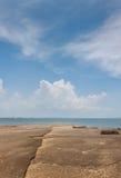Sikt för Susan Hoi (fossil- Shell Beach Cemetery) strandhav i Krabi T Royaltyfri Bild