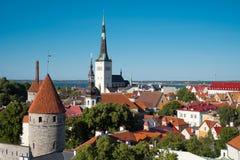 Sikt för Tallinn gammal stadsommar arkivfoton