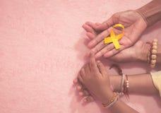 Sikt för tecken för band för medvetenhet för mormorhand- och sonsoncancer bästa med tappningbildstil fotografering för bildbyråer