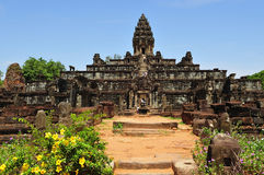 sikt för tempel för angkorbakongcambodia roluos Arkivbilder