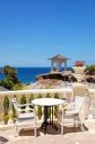 sikt för terrass för hav för restaurang s för hotell lyxig Royaltyfri Foto