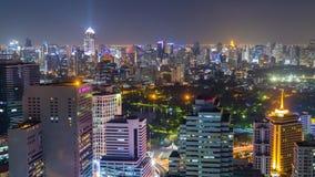 Sikt för Tid schackningsperiod av Bangkok horisont på natten thailand arkivfilmer