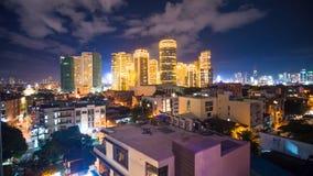 Sikt för Tid schackningsperiod av Makati skyskrapor i den Manila staden Horisont på natten, Filippinerna royaltyfria foton