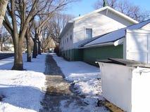 Sikt för trottoar för lägenhethus Arkivbilder