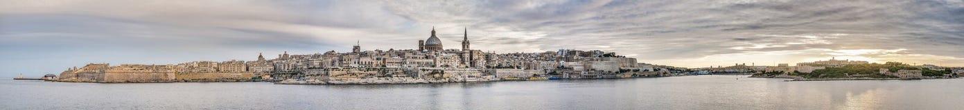 Sikt för Valletta sjösidahorisont, Malta royaltyfria bilder