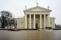 Sikt för vinter för Vilnius domkyrkaställe på Februari 10 Fotografering för Bildbyråer