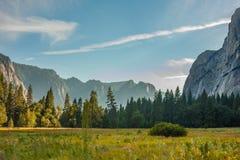 Sikt för Yosemite nationalparksolnedgång Royaltyfri Bild