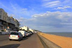 Sikt Folkestone UK för Sandgate promenadsommartid royaltyfria bilder