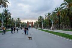 Sikt från Båge de Triomf i Barcelona Spanien arkivbilder