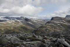 Sikt från berget Dalsnibba till stentundran Royaltyfri Foto