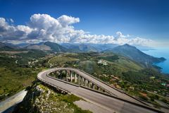 Sikt från berget i Maratea, Italien arkivfoton