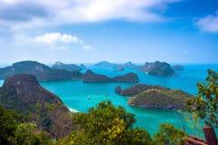 Sikt från berget på Angthong Marine National Royaltyfria Bilder