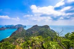 Sikt från berget på Angthong Marine National Arkivfoton