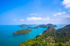 Sikt från berget på Angthong Marine National Arkivbilder